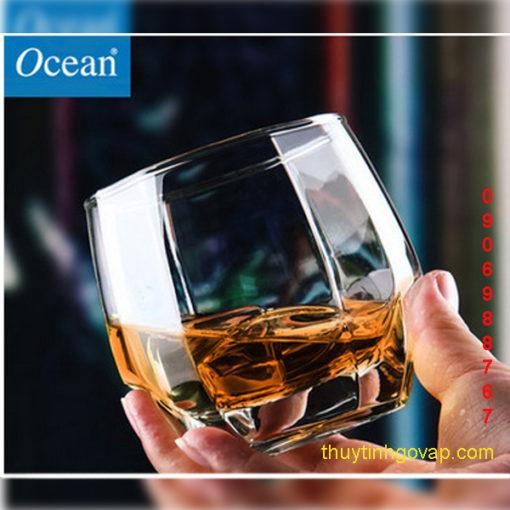 Ly Charisma Rock 340ml (Hộp 6 cái) do hãng sản Ocean Thái lan Sản xuất đẹp lung linh với những đường nét tinh tế là một Cốc Thủy tinh dùng trong quán cafe