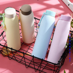 Bình nước bọc nhựa sọc nắp dây giữ nhiệt 300ml, nhập khẩu bởi thủy tinh Gò Vấp